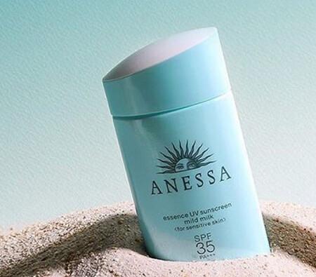 Kem chống nắng Anessa màu xanh